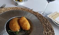 Croquetas de bechamel con confit de pato (8)