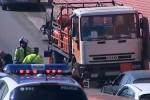 Detienen a tiros al conductor de un camión de butano robado que circulaba en dirección contraria en Barcelona.