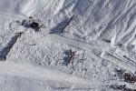 Dos escaladores españoles fallecen en los Alpes franceses al caerles un bloque de hielo.