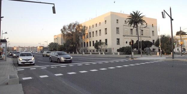 El Ayuntamiento acaba con la confusión y la peligrosidad que causaba la falta de señales y delimitaciones en el tramo por donde cruzaba el circuito de F1.