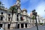 El Ayuntamiento recibe mañana a los primeros 16 vecinos que verán la mascletà desde el balcón.(Ayuntamiento de Valencia). - copia