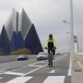 El Servicio de Movilidad Sostenible ha abierto un nuevo carril bici en el Puente de l'Assut d'Or.