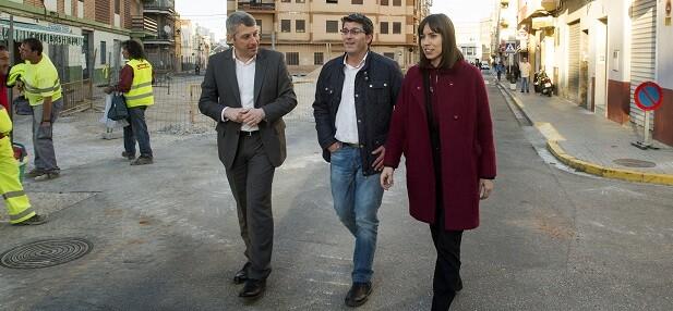 El presidente, Jorge Rodríguez, con el alcalde de Oliva, David González, y la diputada Diana Morant, visitando obras de los IFS.