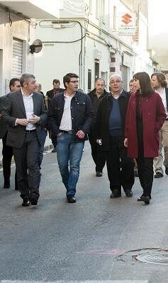 El presidente de la Diputación de Valencia, Jorge Rodríguez, visitando unas obras del IFS en Oliva. (Foto-Abulaila).