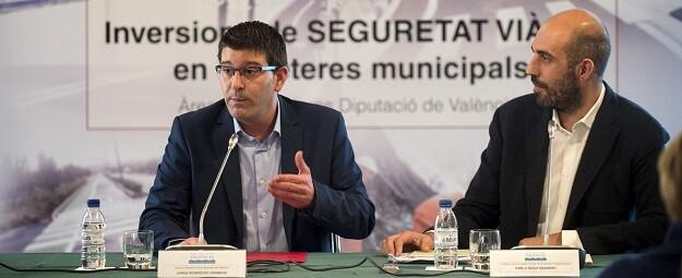 El presidente de la Diputación de Valencia, Jorge Rodríguez, y el diputado de Carreteras, Pablo Seguí.