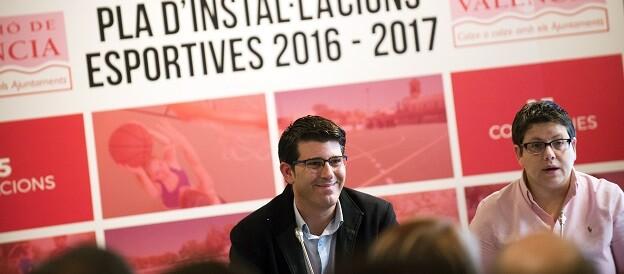 El presidente de la Diputación de Valencia, Jorge Rodríguez, y la diputada Isabel García. (Foto-Abulaila).