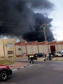 Imagen del incendio en la empresa del polígono.