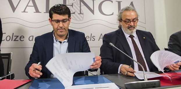 Jorge Rodríguez, firma un convenio hasta junio de 2019 con el máximo responsable de la Federación, Pedro Rodríguez. (Foto-Abulaila).