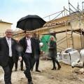 La Diputación invierte 150.000 euros en la reconversión de las antiguas escuelas de Llanera en edificio multiusos.