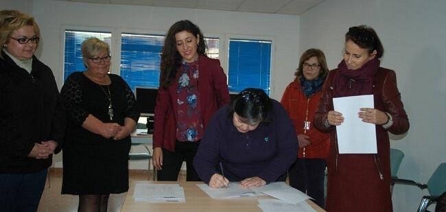 La donación, que se realiza en coordinación con la Concejalía de Servicios Sociales, ha tenido lugar esta mañana en el Centro de Mayores de Crevillent.