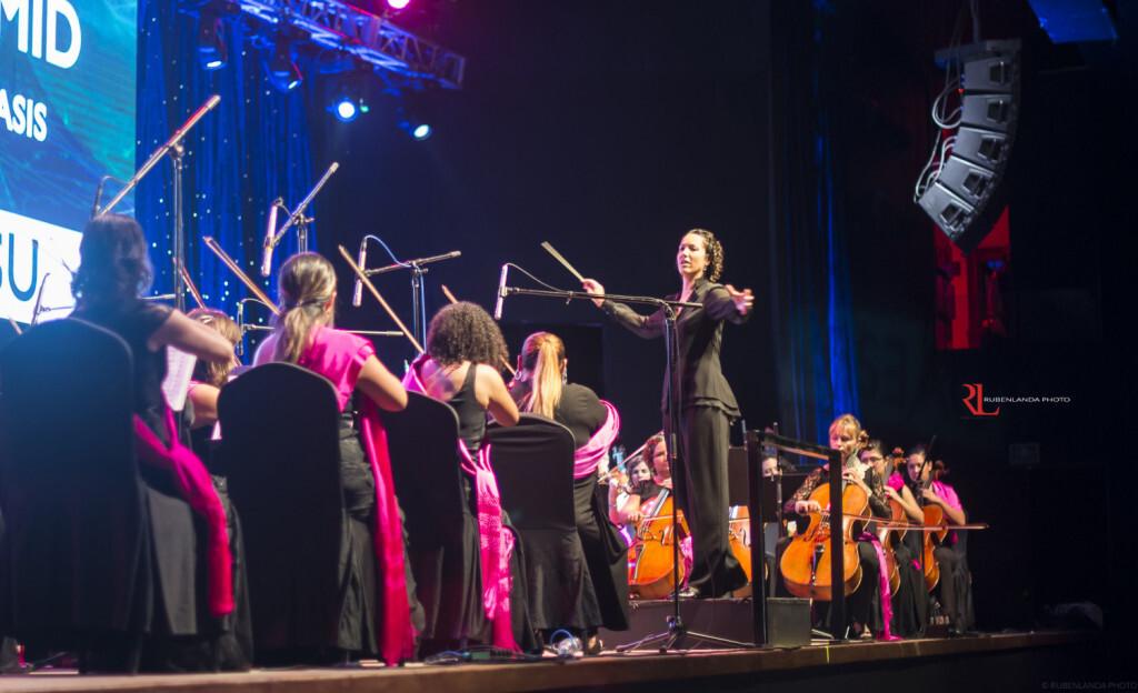 La joven directora Beatriz Fernández coordinará la actuación de 14 agrupaciones musicales en la Plaza del Ayuntamiento (3)