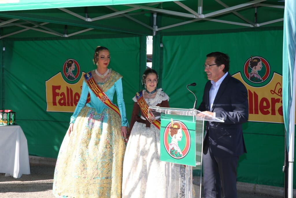 Las Falleras Mayores de València presentan la primera mascletàde las Fallas disparada por un aficionado, este martes 28 (3)