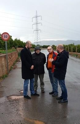 Los diputados de Carreteras y de Hacienda, Pablo Seguí y Toni Gaspar, con el alcalde de Benifairó de Les Valls.