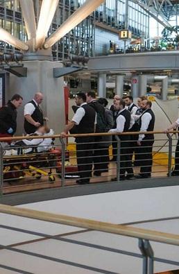 Los pasajeros y familiares se quejaron de la irritación ocular y respiratoria.