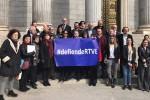 Más de 2.000 trabajadores de RTVE firman un escrito entregado al Congreso por un ente público imparcial y plural.