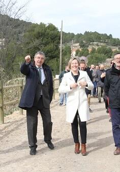María José Salvador junto al alcalde Miguel López.