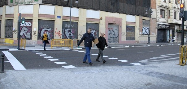 Paso de peatones en el MuVIM.