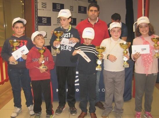 Todos los ganadores de la jornada junto a Román Beltrán del C.A. Ciutat Vella.