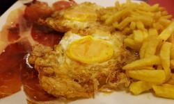 huevos fritos de corrral con puntilla (1)