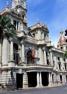 """""""La fuerza está en nuestra unión"""" es la reivindicación que se ha escuchado en la concentración de la Plaza del Ayuntamiento. (Ayuntamiento de Valencia)."""