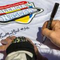 17.03.29_Fiormas_de_autografos_NASCAR