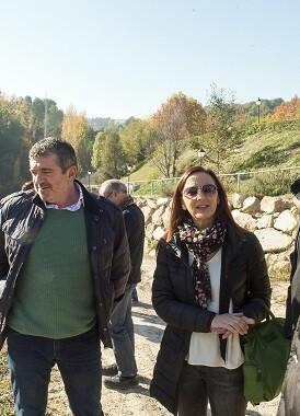 Amigó con el diputado Josep Bort i l'alcalde d'Agullent, Jesús Pla, en una visita reciente a Agullent. (Foto-Abulaila).