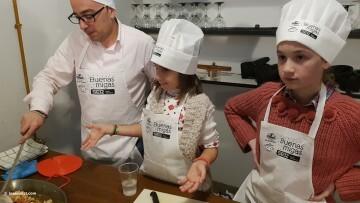 Buenas Migas con Radio Valencia Cadena SER, actividad culinaria infantil cocina20170325_103235 (117)