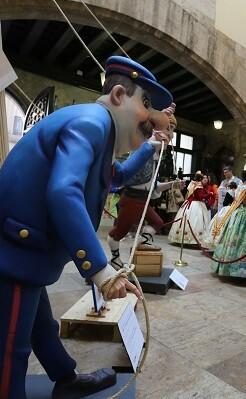 Cientos de personas han visitado ya la Falla del Palau.