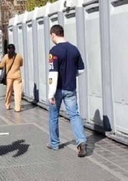 El Ayuntamiento de Valencia aumenta el número de urinarios portátiles para las Fallas del 2017.