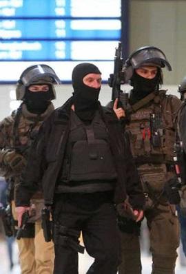 El detenido ha comenzado su ataque presuntamente en uno de los andenes.