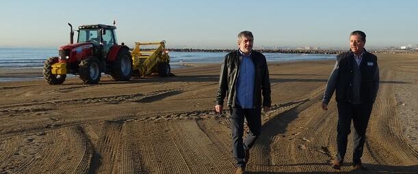 El diputado de Medio Ambiente, Josep Bort, con Antonio Navarro, responsable de Sección de Playas y Jardinería.