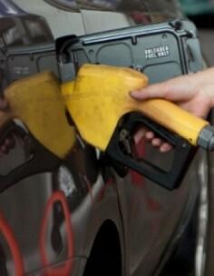 El precio de la gasolina se ha abaratado un 3,19 por ciento en el plazo de un mes.