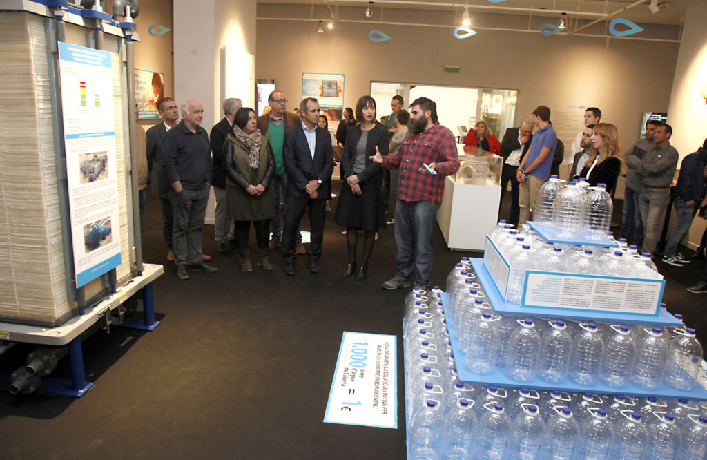 """Global Omniumaguas de Valencia y el Ayuntamiento de Gandia inauguran la exposición """"Gandia, fets d'aigua"""" (2)"""