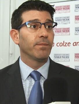 Jorge Rodríguez destaca la importancia de 'destinar el dinero público a mejorar la vida de los vecinos y vecinas'.