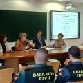 La Diputación difunde entre el personal de los ayuntamientos su servicio de teleasistencia móvil para víctimas de violencia de género.