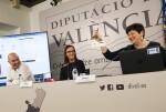 """La Diputación lanza una campaña para que el valenciano """"no se quede en la puerta de los comercios"""". (Foto-Abulaila)."""