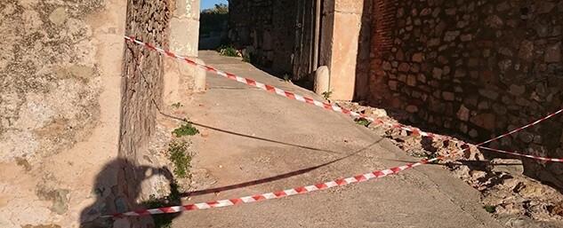 La Puerta de Almenara, elemento emblemático del castillo, sufre daños importantes que amenazan la seguridad de los visitantes.