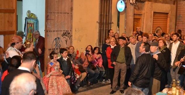 La comitiva musical recorrerá los casales de todas las fallas de este céntrico barrio de la ciudad donde se interpretarán textos de la historia de las comisiones y sus representantes.