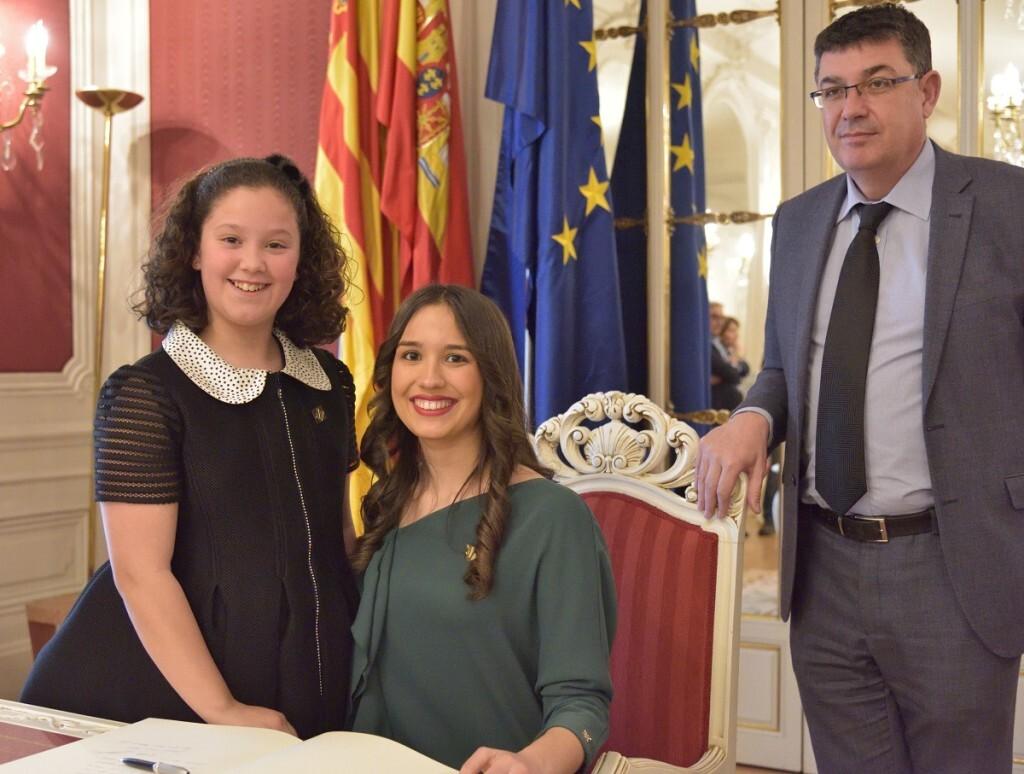 Las reinas de las fiestas de la Magdalena 2017 visitan Les Corts Valencianes (3)