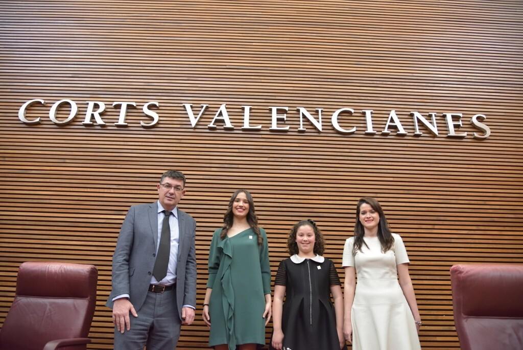 Las reinas de las fiestas de la Magdalena 2017 visitan Les Corts Valencianes (4)