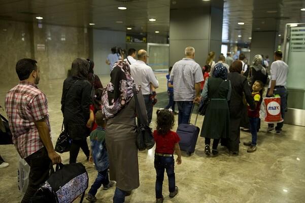 Llegan a España 21 refugiados de nacionalidad siria procedentes de Turquía.