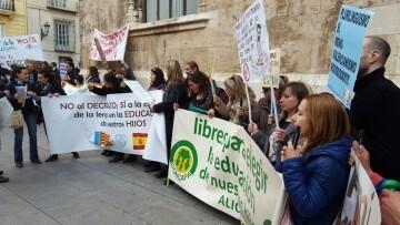 Manifestación por el decreto plurilingüe de Marzà y rechazo a la política lingüística llevaba a cabo el tripartito en Valencia (10)