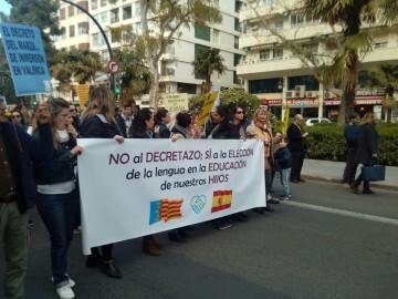 Manifestación por el decreto plurilingüe de Marzà y rechazo a la política lingüística llevaba a cabo el tripartito en Valencia (15)