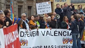 Manifestación por el decreto plurilingüe de Marzà y rechazo a la política lingüística llevaba a cabo el tripartito en Valencia (2)
