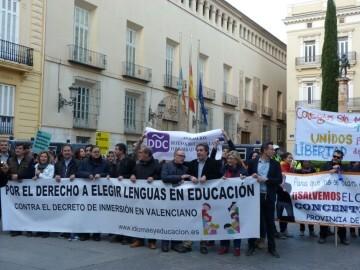Manifestación por el decreto plurilingüe de Marzà y rechazo a la política lingüística llevaba a cabo el tripartito en Valencia (9)