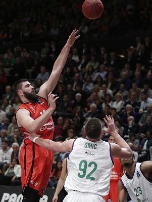 Patido intenso para el Valencia Basket que acabó con victoria.