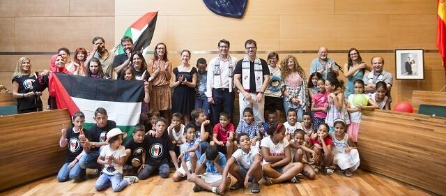 Recepción de niños palestinos y saharauis en la Diputación en 2016 (Foto-Abulaila).