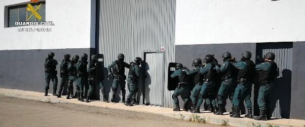 Se ha detenido a 27 personas, a las que se les imputan los delitos contra la salud pública, tenencia ilícita de armas y pertenencia a organización criminal.