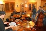 Steady Jazz Trío y Jesús Santandreu inician el nuevo ciclo 'Jazz a poqueta nit' dedicado a los músicos valencianos.