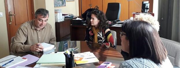 Técnicos del área de Cultura reunidos con representantes municipales de Corbera.